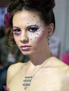 Асимметричный макияж